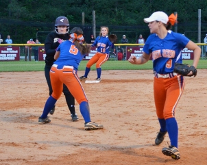 Kinsley Adams tagging runner out